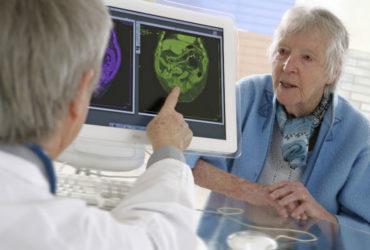 La maladie d'Alzheimer est une forme de démence qui toucherait 1 million de personnes de plus de 65 ans en France.