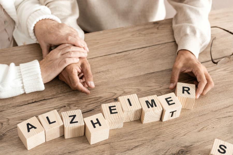 Depuis plus de 30 ans, France Alzheimer et maladies apparentées s'engage aux côtés des familles, des professionnels du secteur médico-social, des chercheurs, des acteurs institutionnels pour optimiser à court terme la prise en soin, et améliorer à long terme, la lutte contre Alzheimer et ses maladies apparentées.